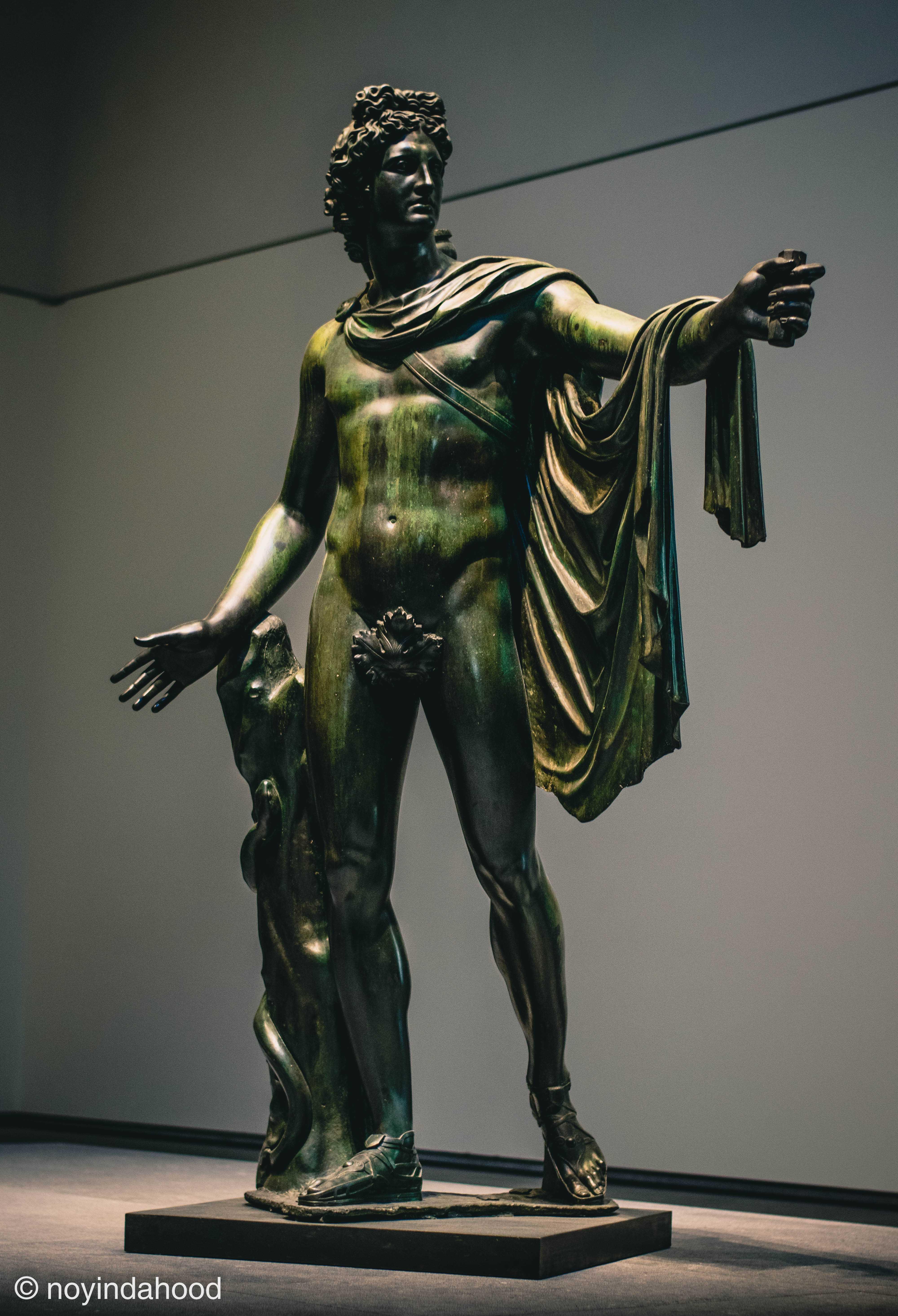 belvedere-apollo-bronze-sculpture-by-leochares