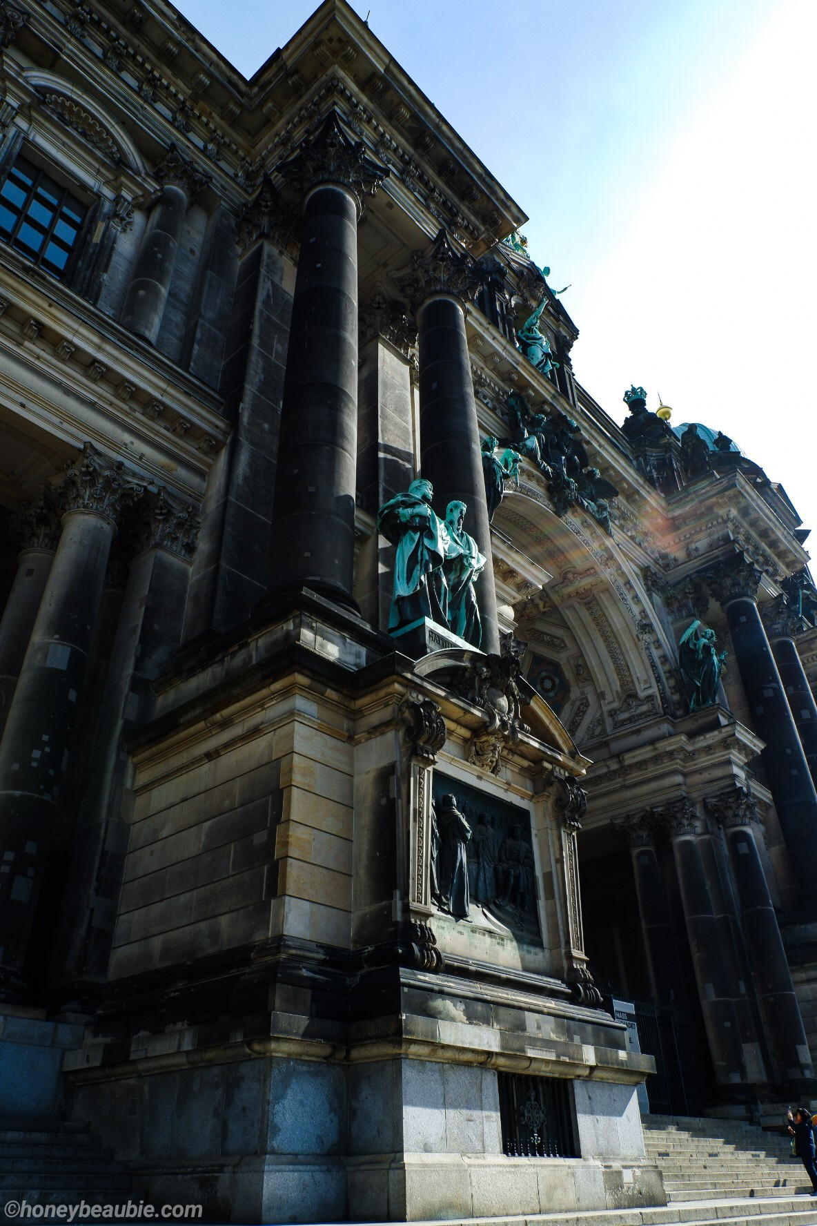 front-facade-berlin-cathedral